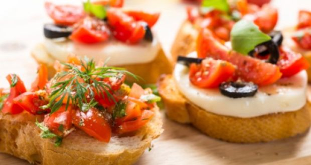 Bread with Tomatoes and Olives