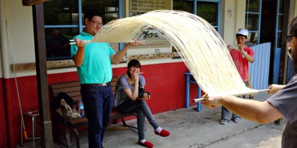 Noodle.pulling.600.jpg