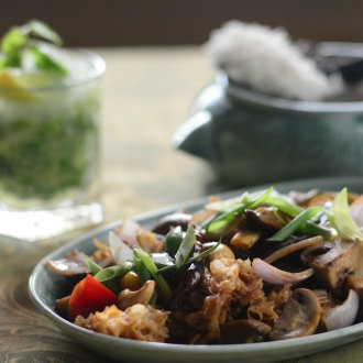 Recipe of Hed Phad Medmamuang or Stir Fried Mushroom With Cashewnuts