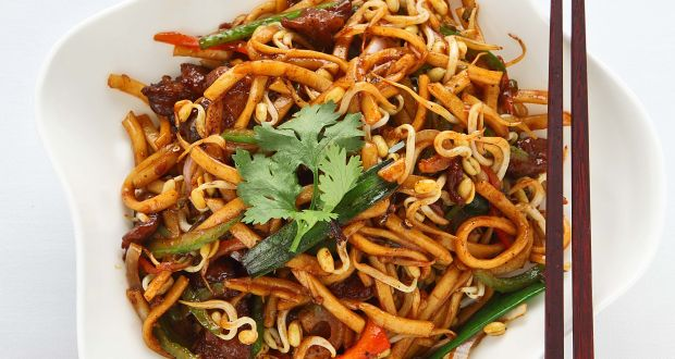 Stir Fry Udon Noodle With Black Pepper Sauce Recipe By Expat Head Chef Wang Yixuan Ndtv Food