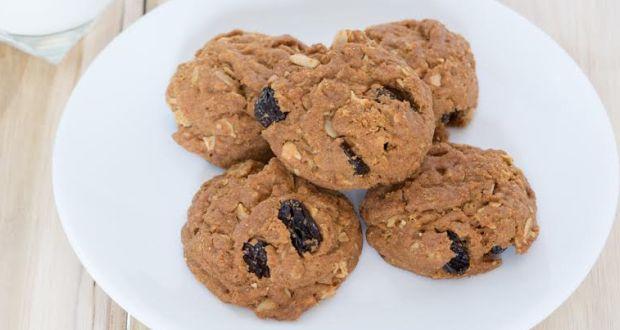 Walnut-Blueberry Oatmeal Energy Bites