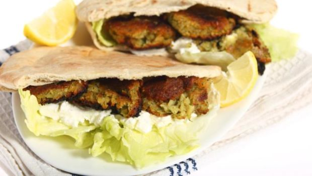 Falafel With Pita Bread Recipe By Niru Gupta Ndtv Food
