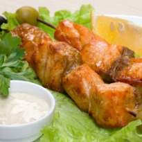 Recipe of Fish Kebabs with Sauce and Brown Rice