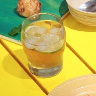 Chamomile, Apple & Mint Iced Tea (My Yellow Table)