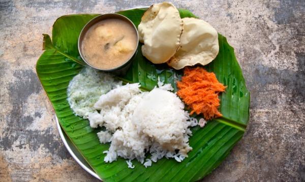 kerala-food-on-banana-leaf_article.jpg