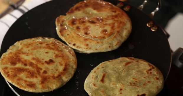 Lehsun Pudina Parantha (My Yellow Table)