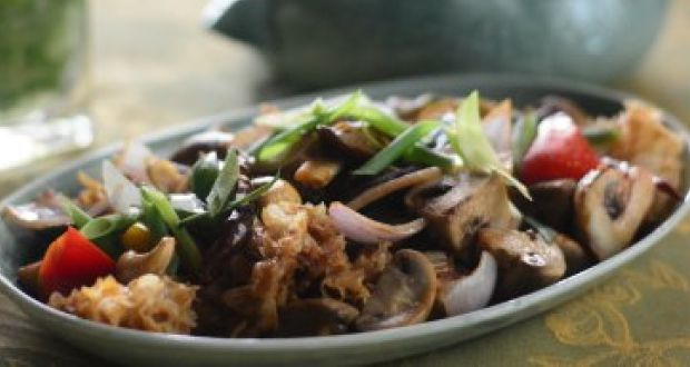 Hed Phad Medmamuang or Stir Fried Mushroom With Cashewnuts