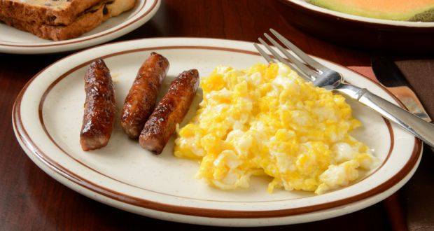 Recipe of Scrambled Eggs with Chicken Sausages