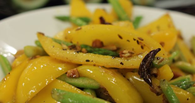 Yellow Pepper and Asparagus Stir Fry