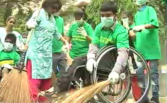 In Mumbai, ADAPT Students Join PM Modi's 'Swachh Bharat' Mission