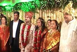 Gadkari's younger son Sarang weds in low-key affair