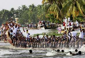 Nehru Boat Race enthralls thousands in Kerala