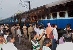Fire on Tamil Nadu Express; 28 dead, several injured