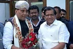 Rajnath Singh meets Karnataka chief minister, says no crisis for state government