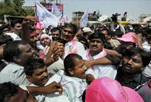 Telangana stir disrupts traffic along NH7, hundreds arrested