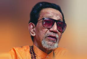 Bal Thackeray takes on ally BJP over Kasab visit