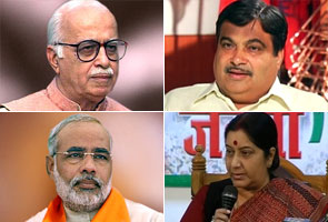 BJP battles: Gadkari meets Advani to discuss Sushma vs Modi