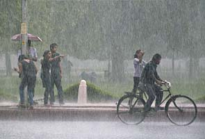 Delhi: Cloudy skies, more rains likely over weekend