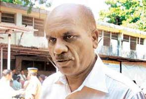 Controversial cop Vasant Dhoble's wings clipped?