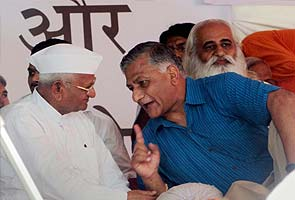 Throw the corrupt out of power: VK Singh from Anna's dais