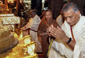 Army Chief worships at Lord Venkateswara temple