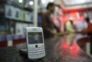 RIM lowers smartphone prices in India