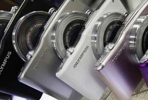 Why cameras continue to sell despite smartphone onslaught