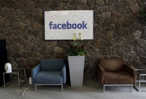 Obama to be 1st head of state to tour Facebook HQ