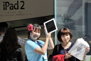 Apple's China nemesis dreams of glory days