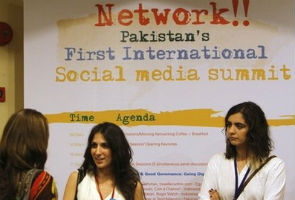 Young Pakistanis blog, tweet to push for change