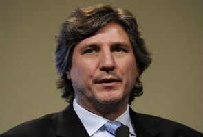 Argentine politician uses Twitter to raise a crowd