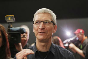 Apple CEO Cook in China over iPad's trademark troubles