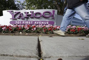 Yahoo shows progress under new CEO with 1Q results