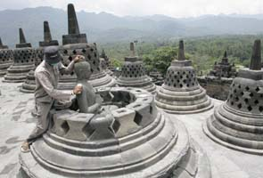 Volcano ash threatens ancient Indonesian temples