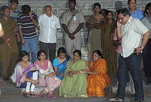 jagan-family-on-dharna-295.jpg