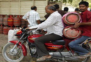 Price of non-subsidised LPG cylinders hiked to nearly Rs 900