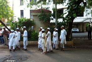 madrassa-students-outside-sachin-home-295.jpg