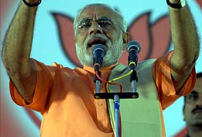 Narendra Modi knocks on doors of Delhi, says Uddhav Thackeray