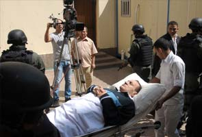 Lawyer: Hosni Mubarak fears prison doctors want him dead