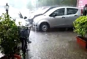 Rain in Delhi brings down temperature by a few notches