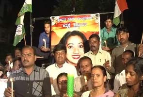 savita-candle-light-vigil-295.jpg