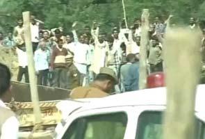 Akhilesh-yadav-protests-at-kunda-295x200.jpg