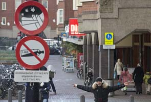 Amsterdam gets tough on smoking (cannabis) in schools