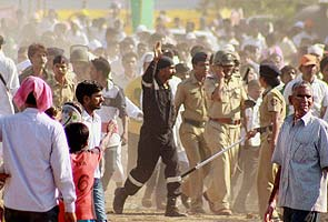 Asaram_supporters_attack_mediapersons_295x200.jpg