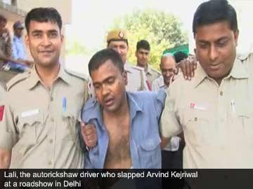 Autorickshaw_driver_slaps_Arvind_Kejriwal_caption_360x270.jpg