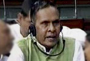 Congress sides with Mulayam Singh Yadav after he was attacked by minister Beni Prasad Verma