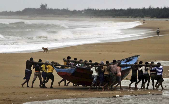 Cyclone Hudhud Expected to Make Landfall Today; Ensure 'Zero Casualties,' Says PM Narendra Modi