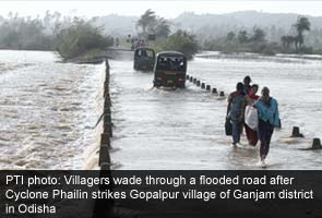 Cyclone_Phailin_Odisha_people_wade_through_flooded_roads_caption_PTI_295.jpg