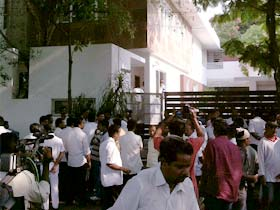 DMK-supporters-outside-Stalin's-house-280_d2.jpg