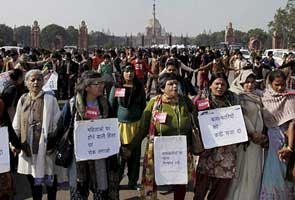 Delhi gang-rape case: government inquiry into friend's allegations against cops